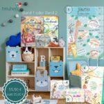 Unser großes Familienpaket ist ein sinnvolles Geschenk zur Geburt. Es besteht aus der Postermesslatte in Blau oder Rosa, dem Kinderbuch, der Kinderlieder-CD, einem personalisierbaren Babyalbum, einer Glückwunschkarte zur Geburt und einer Tragetasche für alle Geschenke.